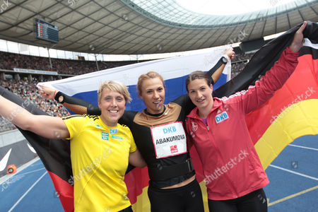 Third-placed Christina Obergfoell of Germany (l-r) Winner Maria Abakumova of Russia and Second-placed German Linda Stahl Celebrate After the Javelin Throw Competition of the International Athletics Meet Istaf at Olympiastadion in Berlin Germany 01 September 2013 Germany Berlin