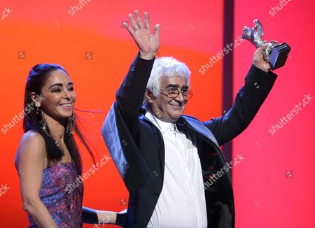 Co-director Kamboziya Partovi (r) Receives the Silver Bear For Best Script For the Movie 'Closed Curtain' (parde) From Iranian Filmmaker and Jury Member Shirin Neshat (l) During the Closing Ceremony of the 63rd Annual Berlin International Film Festival in Berlin Germany 16 February 2013 the Berlinale Runs From 07 to 17 February Germany Berlin