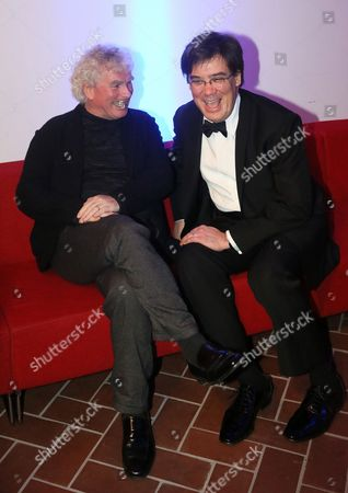 Us Conductor Alan Gilbert (l Music Director of the New York Philharmonic) and British Conductor Sir Simon Rattle (r Artistic Director of the Berliner Philharmoniker) Attend the Transatlantic Partnership Award Ceremony Held at the Jewish Museum in Berlin Germany 28 January 2014 They Received the Transatlantic Partnership Award on Behalf of Their Orchestras For Their International Cultural Achievement Germany Berlin