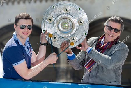 Us Baritone Thomas Hampson (r) and Austrian Drummer Martin Grubinger (l) Hold Up a Replica of the German Soccer Championship Shield in Munich Germany 05 June 2013 the Two Musicians Promoted the Event 'Klassik Am Odeonsplatz' (lit : Classical Music at Odeonsplatz) Germany Munich
