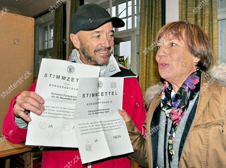 The Married Couple and Former Ski Racers Rosi Mittermaier (r) and Christian Neureuther Show Their Ballots on Which They Voted Yes in the Referendum on Munich's Application As the Host of 2022 Winter Olympics at a Poll Site in Garmisch-patenkirchen; Germany 10ánovember 2013 About 1 3 Are Allowed to Vote in the Referendum Germany Garmisch-partenkirchen