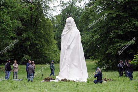A Big Sculpture Stands in the Auepark Before the Opening of Documenta 13 in Kassel Germany 05 June 2012 the White Several Meters High Sculpture Has Been Designed by the Thai Artists Apichatpong Weerasethakul and Chai Siri It is Part of Documenta 13 Which Will Kick Off on 09 June Photo: Uwe Zucchi Germany Kassel