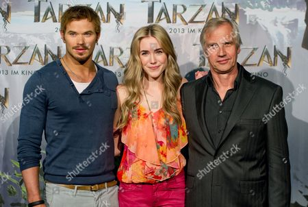 Us Actress Spencer Locke (c) Us Actor Kellan Lutz (l) and German Director Reinhard Klooss (r) Pose During a Photocall For the Movie 'Tarzan' at Bavaria Film Studios in Munich Germany 05 June 2012 Constantin Film Produktion is Breathing New Life Into Tarzan Exactly 100 Years After Its Creation Germany Munich