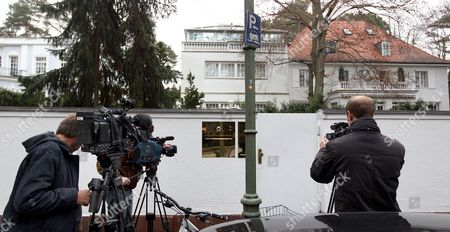 Stock Image of Tv Cameramen Stand in Front of the Groenewold-villa in the Grunewald Area of Berlin Germany 02 March 2012 the Public Prosecutor in Hanover Had the Offices and Residence of Film Producer David Groenewold Search in Connection with Investigations Against Former German President Christian Wulff Investigators Secured Extensive Files and Documents According to Information From Bild Newspaper Germany Berlin