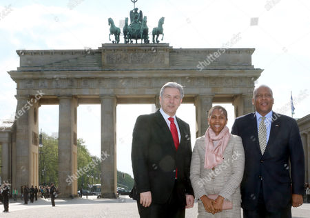Mayor of Berlin Klaus Wowereit (l) Receives King Letsie Iii (r) of Lesotho and Queen Masenate Mohato (c) in Front of Brandenburg Gate in Berlin Germany 29 April 2013 King Letsie Iii is on an Official Visit to Germany Germany Berlin