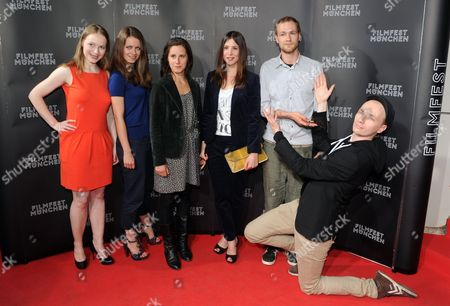 Director and Screenwriter Dietrich Brueggemann (r) Poses with Actress and Screenwriter Anna Brueggemann (l-r) and Actors Alice Dwyer Amelie Kiefer Aylin Tezel Und Robert Gwisdek For the Premiere of '3 Zimmer Kueche Bad' (lit : 3 Rooms Kitchen Bathroom) at the Arri Movie Theater During the Munich Film Festival in Munich Germany 02 July 2012 the Festival Runs Until 07 July Germany Munich
