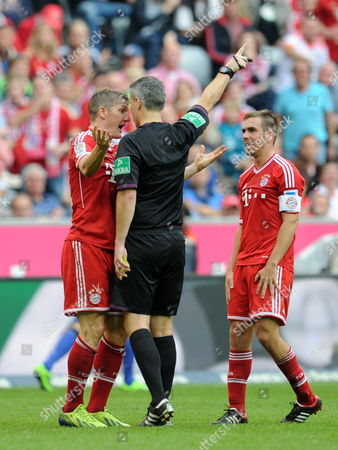 Munich's Bastian Schweinsteiger (l) Debates with Referee Michael Weiner After Being Shown the Yellow Card During the German Bundesliga Match Between Fcábayern and Hertha Bsc at Allianz Arena Inámunich ágermany 26áoctober 2013 on the Right Stands Munich's Captain Philipp Lahm (attention: Due to the Accreditation Guidelines the Dfl Only Permits the Publication and Utilisation of Up to 15 Pictures Per Match on the Internet and in Online Media During the Match ) Epa/tobias Hase Germany Munich