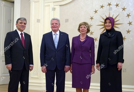 German President Joachim Gauck (2-l) and His Partner Daniela Schadt (2-r) Pose For Pictures with the Turkish President Abdullah Gul (l) and His Wife Hayrunnisa Gul at a State Dinner at the Presidential Palace in Ankara Turkey 28 April 2014 Gauck is on a Four-day Visit to Turkey Turkey Ankara