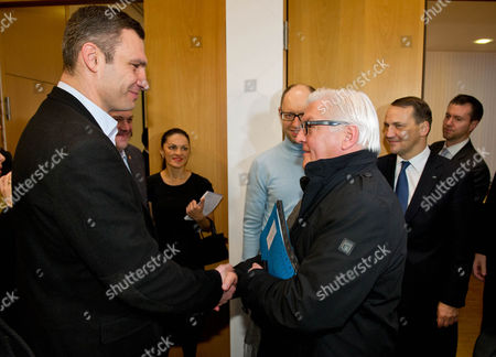 German Foreign Minister Frank-walter Steinmeier (3-r) and His Polish Colleague Radoslaw Sikorski (2-r) Meet Ukrainian Opposition Leaders Vitali Klitschko (l) Arseni Jazenjuk (c) in Kiev Ukraine 20 February 2014 Ukraine Kiev