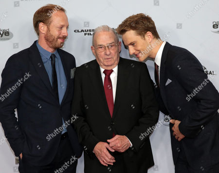 German Actors Johann Von Buelow (l) and Alexander Fehling (r) Pose with Contemporary Witness Gerhard Wiese (c) Before the Premiere of the Movie 'Labyrinth of Lies' Ináfrankfurt Am Main ágermany 04 November 2014 Wiese was Involved in the Auschwitz Trial As a Prosecutor Germany Frankfurt Am Main