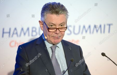 Karel De Gucht Commissioner For Trade in the Euácommission Speaks During the Event 'Hamburg Summit: China Meets Europe' in Hamburg ágermany 10 October 2014 European and Chinese Participants Discuess Their Relations During the Hamburg Summit Germany Hamburg