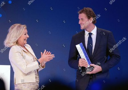 Former German National Goalkeeper Jens Lehmann Receives From the Tv Presenter Sabine Christiansen (l) the Laureus Media Award For His Commitment at the 10th Laureus Media Award Ceremony in Berlin Germany 12 November 2014 the Laureus Media Prize is Attributed to People That Have Made an Impact to the World of Sport Germany Berlin