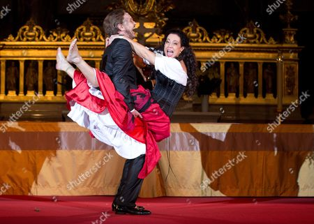 German Actor Georg Preusse (l) As Jedermann and Actress Barbara Wussow (r) As Buhlschaft Perform During the Press Rehearsal For the 28th Berlin Jedermann Festival in the Berlin Cathedral Berlin ágermany 14 October 2014 the Festival Runs From 16 to 26 October á Germany Berlin