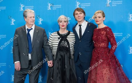 (l-r) Co-founder of the Beach Boys Us Singer Brian Wilson His Wife Melinda Ledbetter Us Actor Paul Dano and Us Actress Elizabeth Banks Pose During a Photocall For 'Love and Mercy' at the 65th Annual Berlin Film Festival in Berlin Germany 08 February 2015 the Movie is Presented in the Berlinale Special Section of the Berlinale Which Runs From 05 to 15 February 2015 Germany Berlin