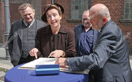 Stock Picture of Actors Irish Brendan Gleeson (l) and British Emma Thompson (2-l) Pose After Signing the City's Guest Book As Producer Stefan Arndt (2-r) and Mayor of Goerlitz Siegfried Deinege (r) Look on During a Photocall at the Movie Set of 'Alone in Berlin' Inágoerlitz ágermany 06 May 2015 Numerous Scenes Have Been Produced For the Film in This City in Eastern Saxony Since April Germany Goerlitz