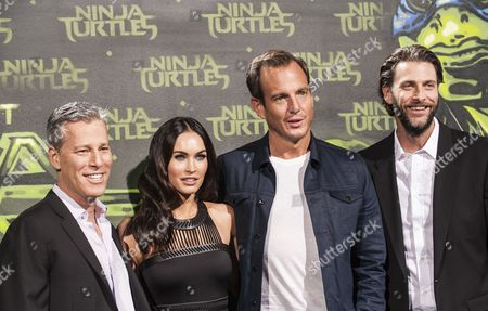 Us Actress Megan Fox (2-l) and Canadian Actor Will Arnett (2-r) Pose with Us Producers Bradley Fuller (l) and Andrew Form (r) at the Premiere of 'Teenage Mutant Ninja Turtles' in Berlin Germany 05 October 2014 the Movie Opens in German Cinemas on 16 October Germany Berlin