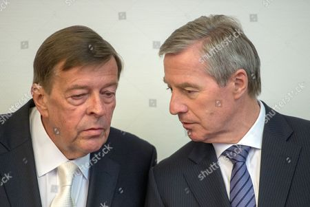 Juergen Fitschen (r) Current Co-ceoáof Deutsche Bank and His Attorney Hanns W Feigen Talk to Each Other in a Courtroom of the District Court in Munich Germany 28 April 2015 Five Managers Including the Current Co-head of Deutsche Bank Are Accused of Attempted Fraud During a Trial Related to the Bankruptcy of Deceased Media Entrepreneur Leo Kirch Germany Munich