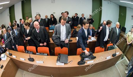 The Attorneys and Defendants Gather Around Juergen Fitschen Current Co-ceo Ofádeutsche Bank (2-r Back Row) For the Opening of a Criminal Trial in the Courtroom of District Court Munich i in Munich ágermany 28 April 2015 Fitschen Along with Four Former Managers is Accused of Attempted Fraud During a Trial Related to the Bankruptcy of Deceased German Media Entrepreneur Leo Kirch Also Pictured: Former Chief of Deutsche Bank Rolf Breuer (r First Row) and His Successor Josef Ackermann (2-r Second Row) Germany Munich