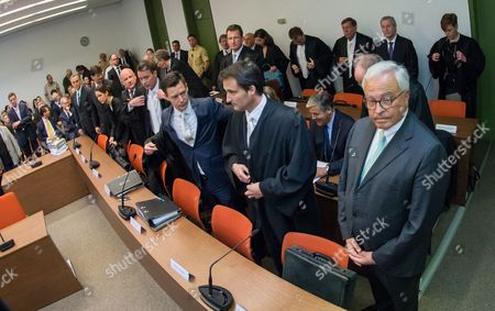 The Attorneys and Defendants Gather Around Juergen Fitschen Current Co-ceo Ofádeutsche Bank (2-r Last Row) For the Opening of a Criminal Trial in the Courtroom of District Court Munich i in Munich ágermany 28 April 2015 Fitschen Along with Four Former Managers is Accused of Attempted Fraud During a Trial Related to the Bankruptcy of Deceased German Media Entrepreneur Leo Kirch Also Pictured: Former Chief of Deutsche Bank Rolf Breuer (r First Row) and His Successor Josef Ackermann (2-r Second Row) Germany Munich