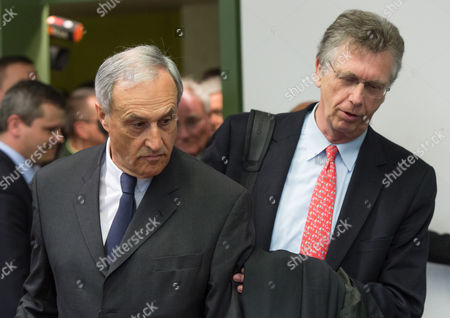 Clemens Boersig (l) Former Chairman of the Supervisory Board of Deutsche Bank and His Attorney Klaus Gussmann Enter a Courtroom of the District Court in Munich Germany 28 April 2015 Five Managers Including the Current Co-head of Deutsche Bank Are Accused of Attempted Fraud During a Trial Related to the Bankruptcy of Deceased Media Entrepreneur Leo Kirch Germany Munich