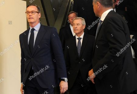 Juergen Fitschen (c) Current Co-ceo of Deutsche Bank Walks Through a Hallway at the District Court in Munich Germany 28 April 2015 Five Managers Including the Current Co-head of Deutsche Bank Are Accused of Attempted Fraud During a Trial Related to the Bankruptcy of Deceased Media Entrepreneur Leo Kirch Germany Munich