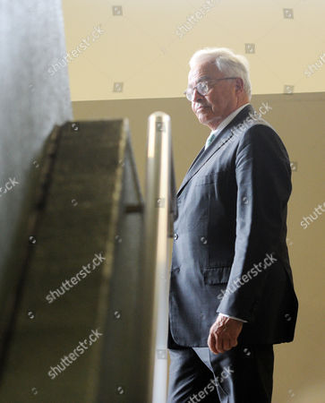 Rolf Breuer (c) Former Ceoáof Deutsche Bank Walks Through a Hallway During a Break at the District Court in Munich Germany 28 April 2015 Five Managers Including the Current Co-head of Deutsche Bank Are Accused of Attempted Fraud During a Trial Related to the Bankruptcy of Deceased Media Entrepreneur Leo Kirch Germany Munich