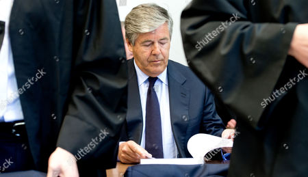 Josef Ackermann Former Ceoáof Deutsche Bank Takes His Seat in the Courtroom of the District Court in Munich Germany 18 May 2015 Four Former Top Managers and the Current Co-ceo of Deutsche Bank Juergen Fitschen Are Accused of Attempted Fraud During a Trial Related to the Bankruptcy of Deceased German Media Mogul Leo Kirch Germany Munich