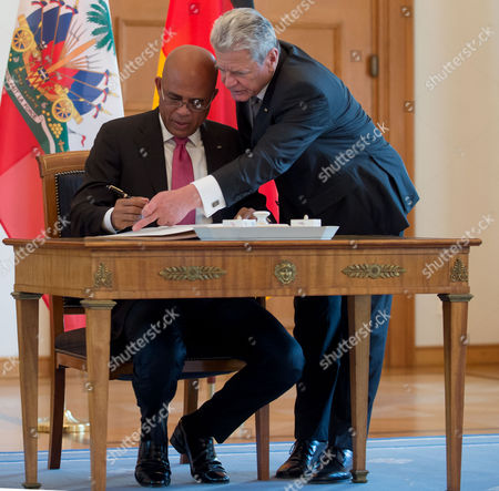 German President Joachimágauck (r) Shows the President of Haiti Michel Joseph Martelly (l) where to Sign a Guestbook at the Bellevue Palace the Residence of the German President in Berlin Germany 29áoctober 2014 Germany Berlin