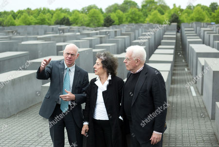 (l-r) the President of the Bundestag (lower House of the German Parliament) Norbert Lammert German Journalist Lea Rosh and Us Architect Peter Eisenman Stand at the Memorial to the Murdered Jews of Europe in Berlin ágermany 05 May 2015 the Memorial is Celebrating Its Ten-year Anniversary on 10 May Germany Berlin