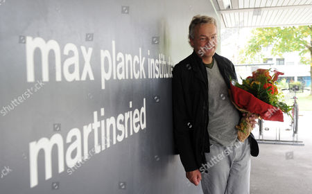 Neuroscientist Edvard Moser From Norway Arrives at the Max Planck Institute For Neurobiology Holding a Flower Bouquet in Martinsried Bavaria Southern Germany 06 October 2014 Us Citizen John O'keefe and Norwegians May-britt Moser and Edvard Moser Won the 2014 Nobel Prize in Medicine For the Discovery of Nerve Cells That Constitute a Positioning System in the Brain Germany Martinsried Bei Muenchen