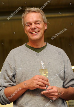 Neuroscientist Edvard Moser From Norway with a Glass of Sparkling Wine After a Press Conference at the Max Planck Institute For Neurobiology in Martinsried Bavaria Southern Germany 06 October 2014 Us Citizen John O'keefe and Norwegians May-britt Moser and Edvard Moser Won the 2014 Nobel Prize in Medicine For the Discovery of Nerve Cells That Constitute a Positioning System in the Brain Germany Martinsried Bei Muenchen