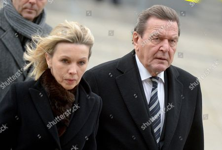 Former German Chancellor Gerhard Schroeder (r) and His Wife Doris Schroeder-koepf (l) Arrive For the State Ceremony For Late Former Premier of Lower Saxony Ernst Albrecht in Hanover Germany 22 December 2014 Albrecht Passed Away on 13 Demceber 2014 Germany Hanover