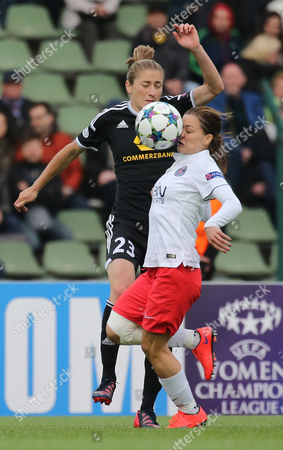 Frankfurt's Bianca Schmidt and Paris' Laure Boulleau (r) Vie For the Ball During the Women's Champions League Final Match Between Ffcáfrankfurt and Paris St Germain in the Friedrich Ludwig Jahn Sportpark Ináberlin ágermany 14 May 2015 Germany Berlin