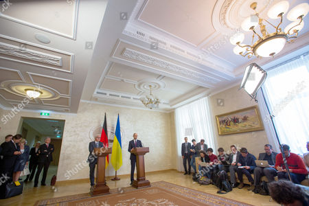 German Foreign Minister Frank-walter Steinmeier (c-l) and Ukranian Prime Minister Arseni Jazenjuk (c-r)áanswer Journalists' Questions at a Press Conference in Kiev Ukraine 29 May 2015 Russia Provoked the Violent Conflict in Eastern Ukraine Through a 'Course of Confrontation' German Foreign Minister Frank-walter Steinmeier was Reported As Saying in Kiev Ukraine Kiev