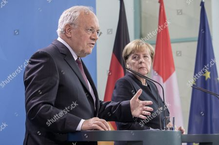 German Chancellor Angela Merkel (r) and Swiss President Johann Niklaus Schneider-ammann (l) During a Press Conference After Bilateral Talks in Berlin ágermany 02 November 2016 Germany Berlin
