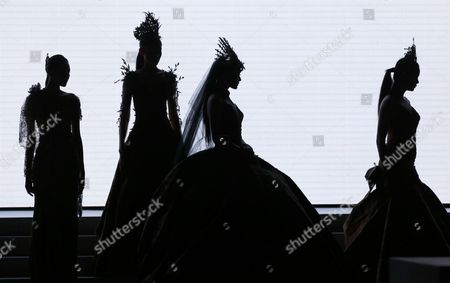 Models present creations by Indonesian  designer Jimmy Fei Fei during Indonesia Fashion Week in Jakarta, Indonesia, 02 February 2017. The event runs from 01  to 05 February 2017.