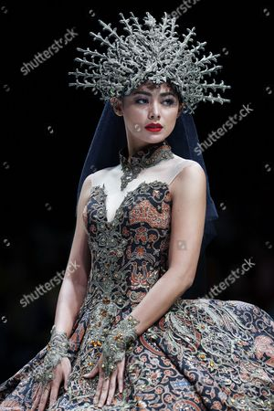 A model presents a creation by Indonesian  designer Jimmy Fei Fei during Indonesia Fashion Week in Jakarta, Indonesia, 02 February 2017. The event runs from 01  to 05 February 2017.