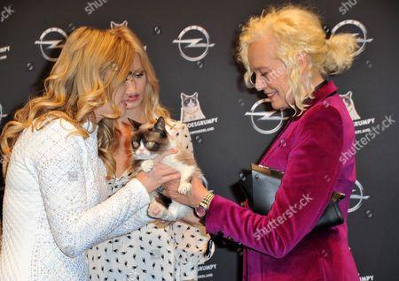Stock Picture of Tabatha Bundesen, Georgia May Jagger with Grumpy Cat and Ellen Von Unwerth