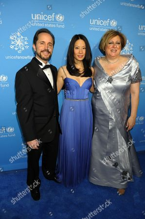 Gary Cohen, Lucy Liu, Caryl M. Stern President of the U.S. Fund for UNICEF