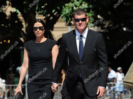 James Packer with His Wife Erica Arrive at St Paul's Cathedral For the State Memorial Service of Dame Elisabeth Murdoch in Melbourne Australia 18 December 2012 Media Mogul Rupert Murdoch Will Deliver a Eulogy For His Mother Dame Elisabeth Murdoch About 1000 People Are Expected to Attend Including 100 Family Members and Representatives From the Many Charities and Arts Organisations Dame Elisabeth Supported Australia Melbourne