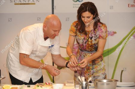 Crown Princess Mary of Denmark is Given a Cooking Demonstration by Aria Restaurant Chef Matt Moran at a Hotel in Sydney Australia 21 November 2011 the Danish Royal Couple is Leading a Business Delegation Investigating Green Energy Sustainable Living and Food Technologies in a Bid to Enhance Trade and Investment Ties Australia Sydney
