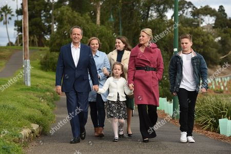 Australian Federal Leader of the Opposition Bill Shorten Pictured with Niece Alexandra Daughter Georgette Wife Chloe Daughter Clementine (front) and Son Rupert Before a Press Conference at Maribyrnong Park in Maribyrnong Melbourne Victoria Australia 03 July 2016 with the Likelihood of a Hung Parliament Based on Australian Electoral Commission (aec) Data Both Australian Prime Minister Malcolm Turnbull and Australian Opposition Leader Bill Shorten Are Reportedly in a Race to Shore Up Crossbench Support to Form Minority Government in the Australian Parliament Australia Melbourne
