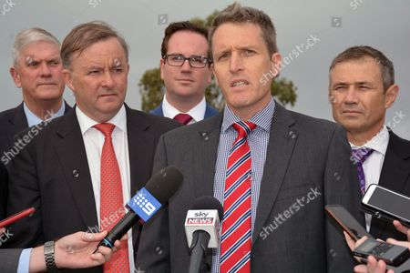 Australian Labor Party Candidate For Fremantle Josh Wilson (2-r) Speaks to the Media While Campaigning in Fremantle Australia 17 May 2016 Australia Will Hold Federal Elections on 02 July 2016 Australia Fremantle