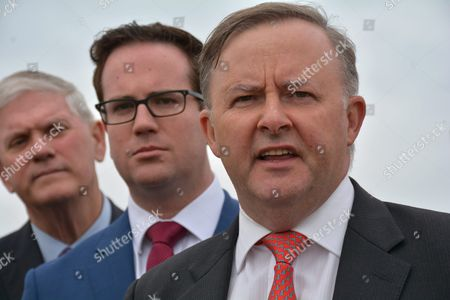 Australian Labor Party Infrastructure Spokesman Anthony Albanese (r) Joined by Labor Party Candidate For Burt Matt Keogh (c) and Labor Party Candidate For Freemantle Josh Wilson (l) Speaks to the Media While Campaigning in Fremantle Australia 17 May 2016 Australia Will Hold Federal Elections on 02 July 2016 Australia Fremantle