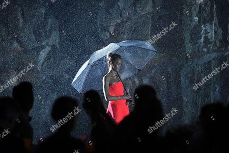 Australian Model Jennifer Hawkins Presents a Creation by Australian Label Maticevski During the Myer 2016 Autumn Fashion Launch Dress Rehearsal at the Cutaway Barangaroo in Sydney Australia 11 February 2016 Australia Sydney