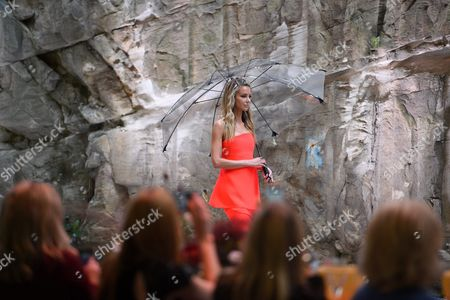 Australian Model Jennifer Hawkins Presents a Creation by Australian Label Maticevski During the Myer 2016 Autumn Fashion Launch Dress Rehearsal at the Cutaway Barangaroo in Sydney Australia 11 February 2016 Australia Sydney