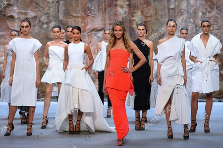 Australian Model Jennifer Hawkins (front-c) and Australian Model Shanina Shaik (3-l) Present Creations by Australian Label Maticevski During the Myer 2016 Autumn Fashion Launch Dress Rehearsal at the Cutaway Barangaroo in Sydney Australia 11 February 2016 Australia Sydney