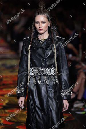 A Model Presents a Creation by Australian Designer Camilla Franks During the 2014 Melbourne Fashion Festival in Melbourne Australia 19 March 2014 the Festival Runs From 17 to 23 March 2014 Australia Melbourne