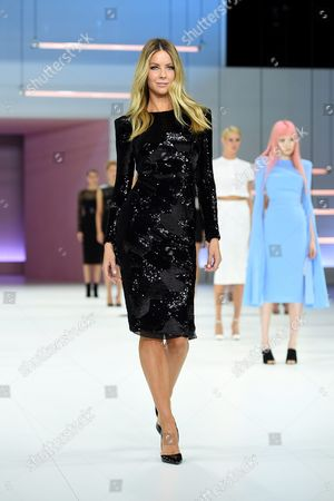 Australian Model Jennifer Hawkins Presents a Creation by Australian Fashion Designer Alex Perry During the Media Dress Rehearsal For the Myer Spring 16 Fashion Launch in Sydney Australia 23 August 2016 Australia Sydney