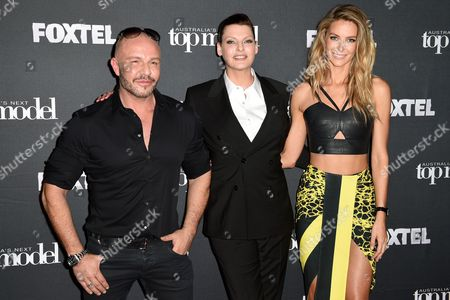 Canadian Model Linda Evangelista (c) Along with Australian Fashion Designer Alex Perry (l) and Australian Model Jennifer Hawkins (r) Arrives at a Photocall For Australia's Next Top Model in Sydney Australia 29 October 2014 Evangelista is in Australia to Appear As a Guest Judge on Australia's Next Top Model Australia Sydney